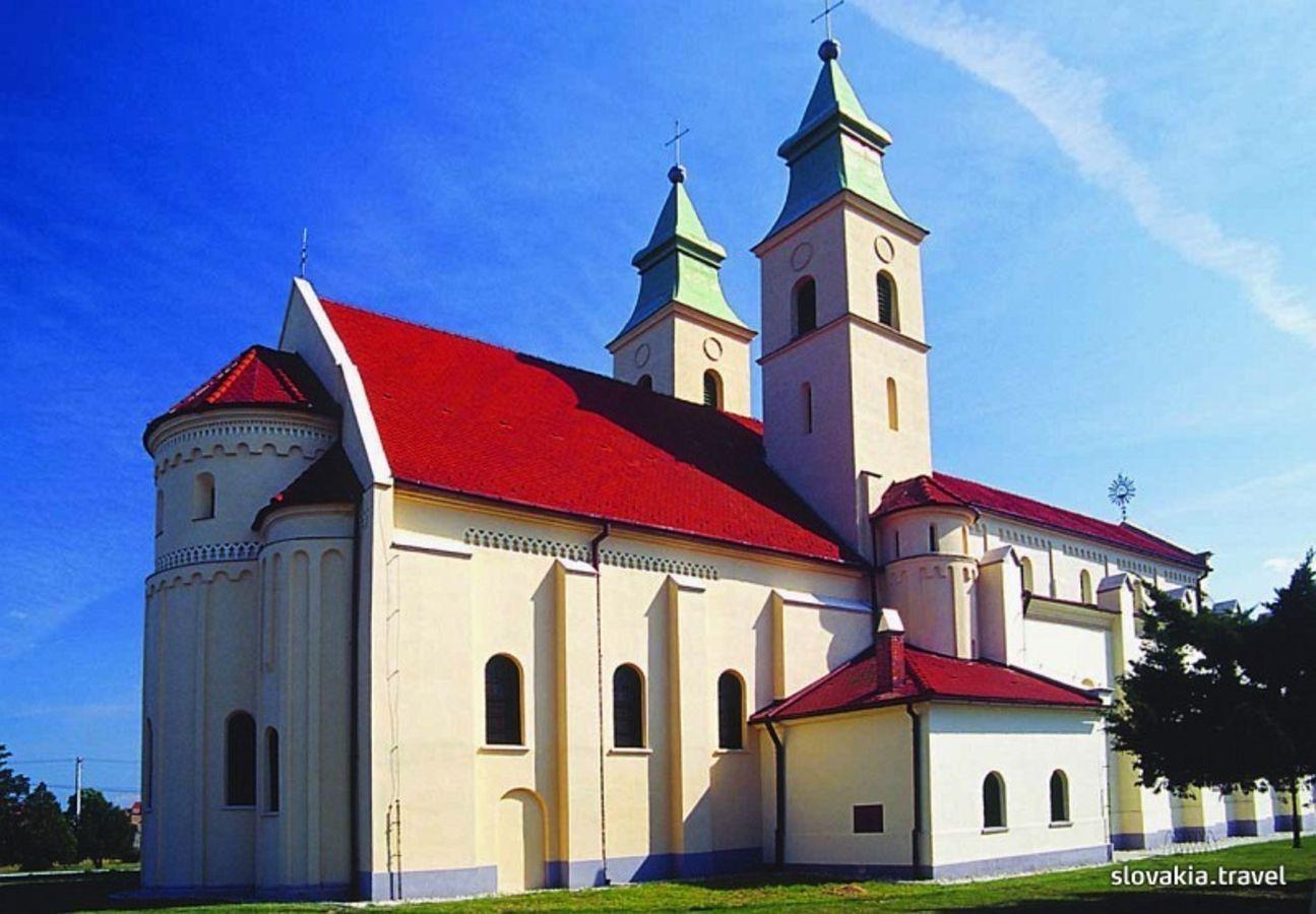 Diakovce – Kostol Panny Márie Nanebovzatej
